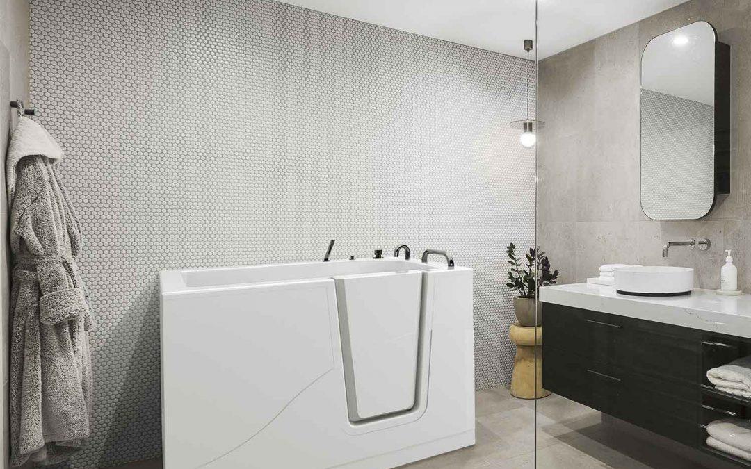 Genitori anziani: doccia, vasca o vasca con sportello?